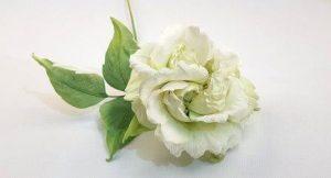 как придать объем белой розе из шелка картинка