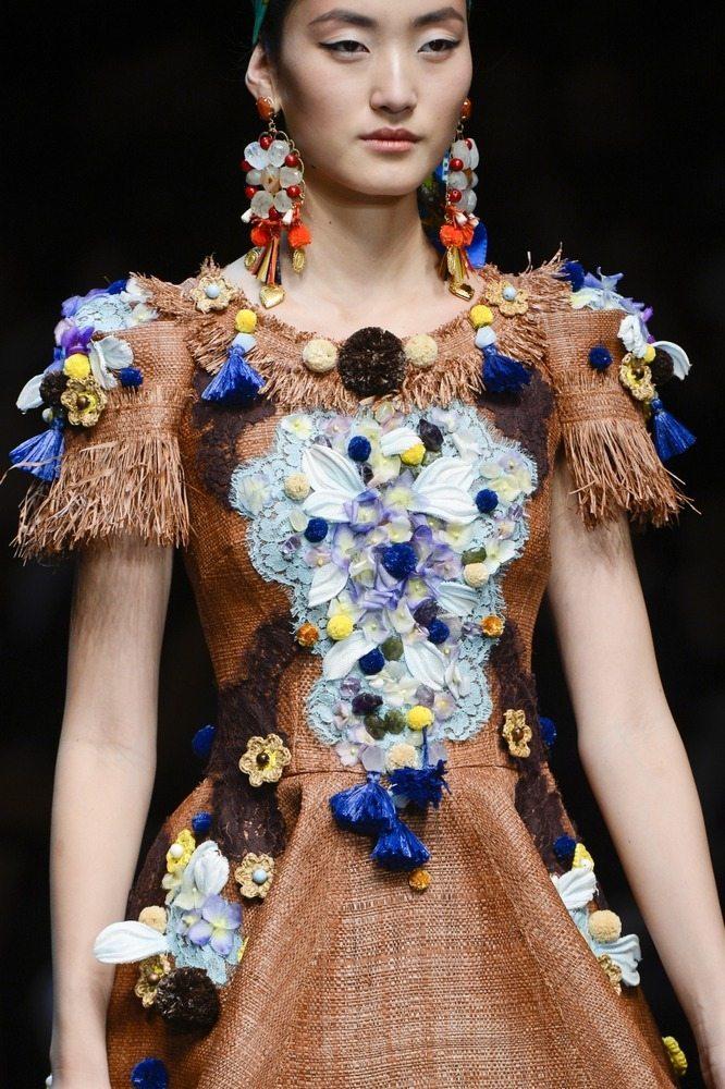 Цветы из ткани в коллекциях известных модельеров – сезон весна-лето 2013