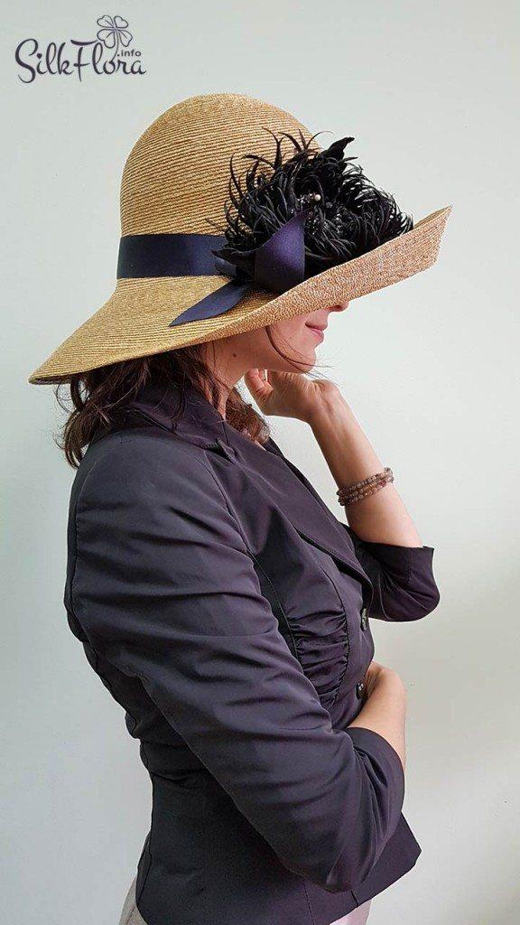 Цветок из шелка на соломенной шляпке