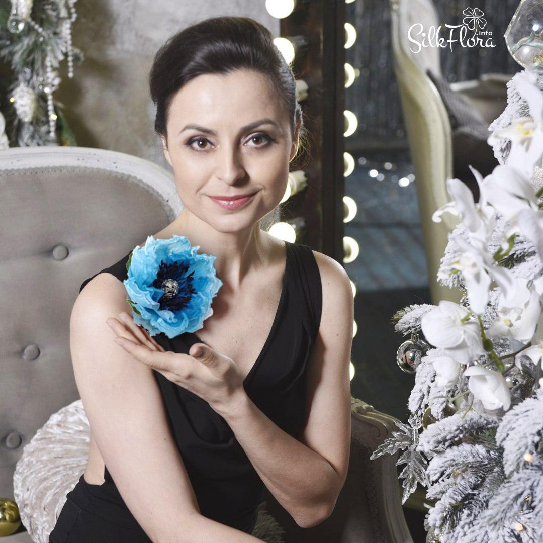 Как сделать цветок-украшение из ткани для новогоднего наряда быстро и просто