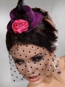 Коктейльная шляпка с розой из ткани