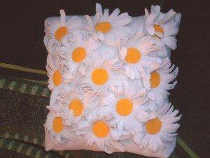 Ромашка в декоре, подушка с ромашками