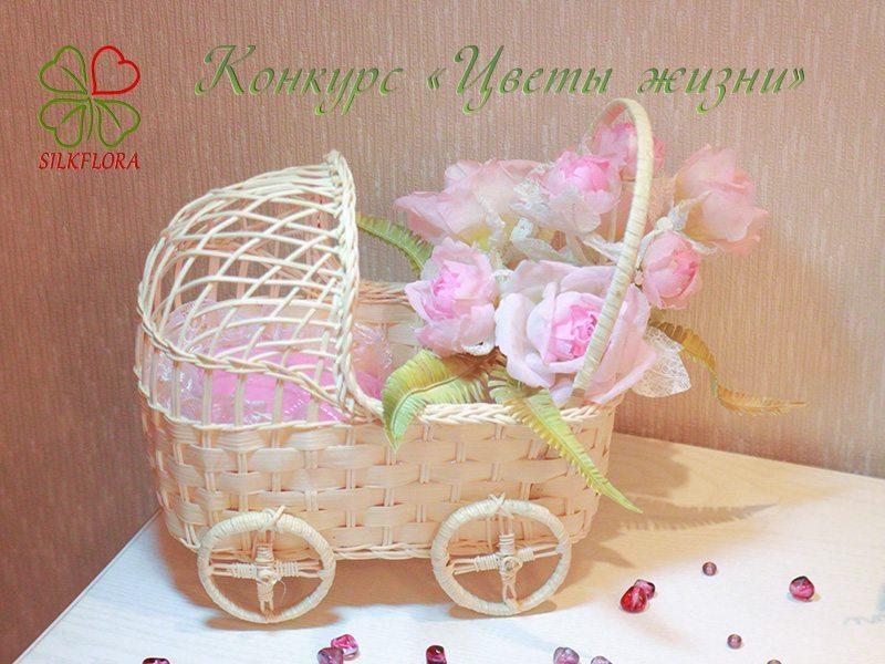 05 Наталья Чернусь. Работа «Материнская нежность». Коляска с розами