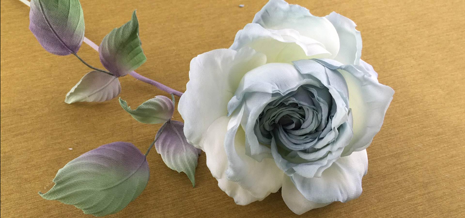 Как сделать цветы из ткани шелка