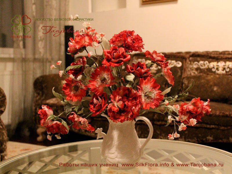 Букет из шелка Красная осень школа цветоделия Tanjobana