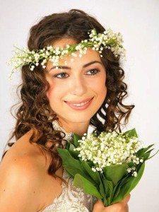 невеста с украшением из ландышей