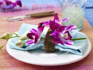 декоративная орхидея в украшении стола