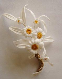 Декоративные ромашки из шелка
