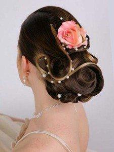 Прическа с розами из шелка в ретро-стиле