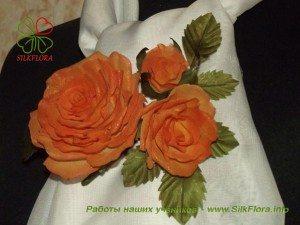 Веточка из трех роз работы Светланы Панковой, шелковая флористика