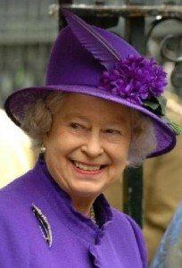 Королева Елизавета в шляпке