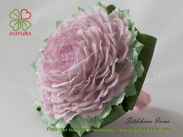 гламелия из шелковых лепестков розы