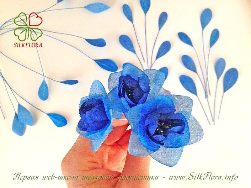 Как известно основные цветочки, которые используются в этой росписи - розаны и купавки.  Так, как я хочу показать...