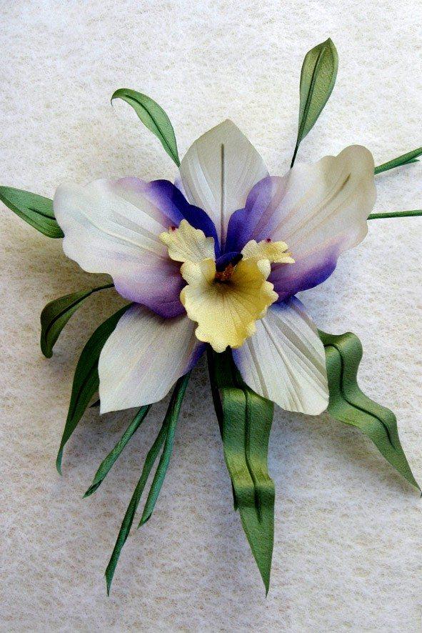 Победительница конкурса шелковых цветов SilkFlora 2011, номинация «Мастер». Конкурсная работа — цветок из шелка «Орхидея Утро»