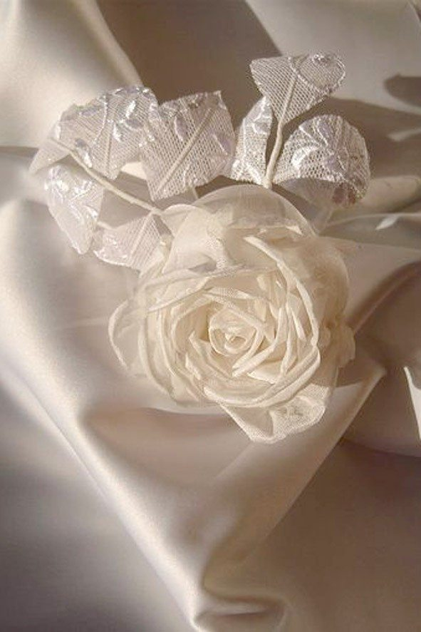 Конкурс шелковых цветов SilkFlora 2011. «Роза бутонная белая свадебная»