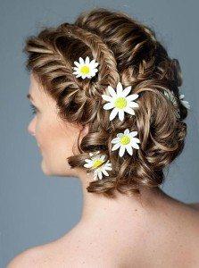 Свадебная прическа с цветами ромашки