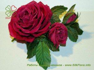 три красные розы из шелка